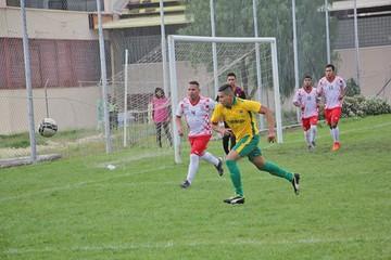 Mojocoya golea a Viveros y persigue a los punteros