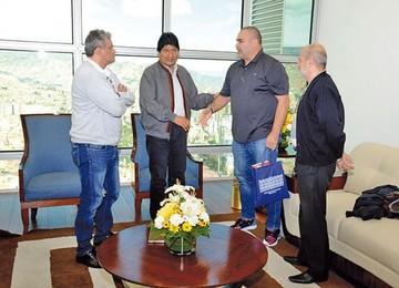 Morales recibe  a José Chilavert  en la Casa Grande