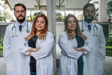 Brasil repatría médicos de Bolivia y Argentina