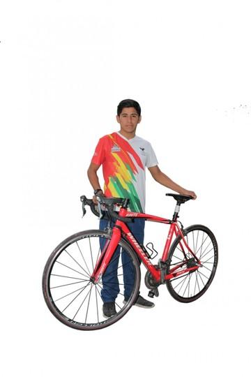 Luis Fernando Flores Colque Un atleta que se destaca pese a no tener apoyo