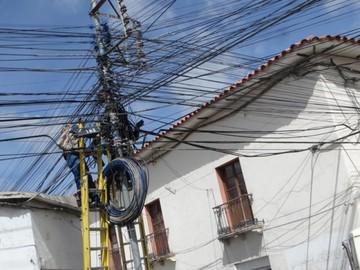 Empresas cumplen con retiro de cables  del centro histórico