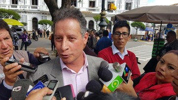 """Navarro: Loza fue víctima de  """"racismo político"""" en polémica por oferta de mujeres"""