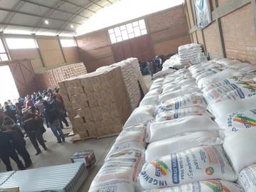 Entregan ayuda a municipios afectados por desastres