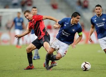 Paranaense planta a Wilstermann con un 4-0