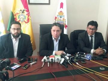 Gobierno exige alejamiento de tribuno Ceballos