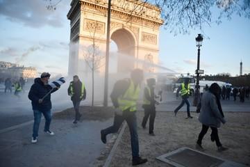"""Violencia marca protesta  de """"chalecos amarillos"""""""