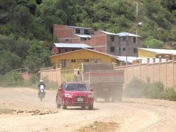 La exagerada polvareda y el alto tráfico vehicular irritan a vecinos