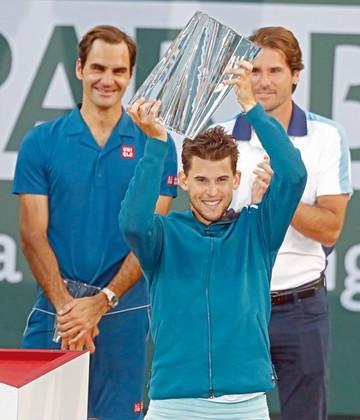 Thiem toca el cielo con las manos al vencer a Federer