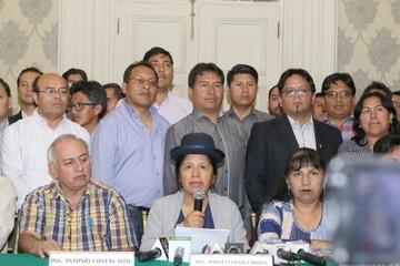 Oposición critica y el MAS  justifica fecha de comicios
