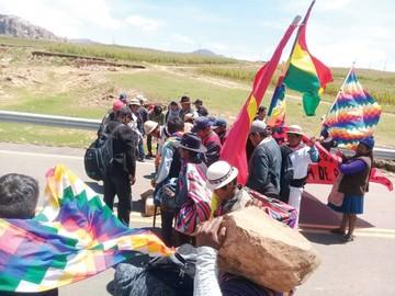 Comunarios de Ravelo bloquean la Ruta Diagonal