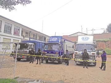 Contrabando: Decomisan tres camiones en Azari