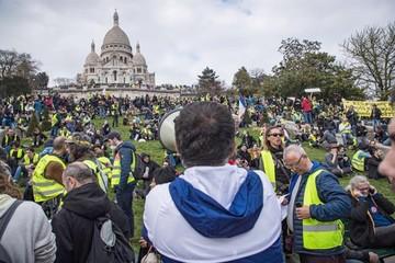 """Policía evita destrozos de """"chalecos amarillos"""""""