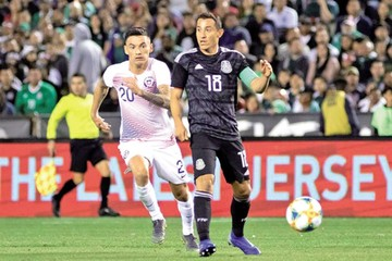 "México vence a Chile en el debut del ""Tata"" Martino"