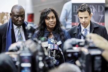 Mujer demanda a Harvard por fotos de afroamericanos