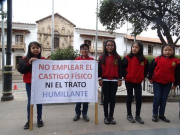Escolares piden a los adultos dar ternura