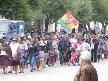 Comerciantes de ropa usada vuelven a marchar