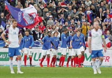 Francia e Inglaterra arrollan