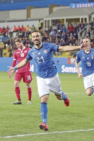 Italia aplasta, España cumple