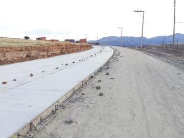 Aprueban decreto que obliga a construir carreteras con cemento boliviano