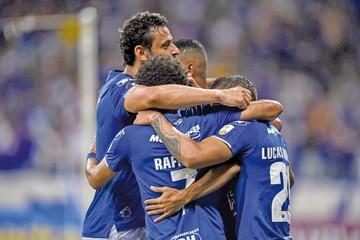 Cruzeiro refuerza su liderato