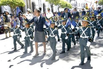 Kínder del Liceo Militar hizo su paso por el desfile