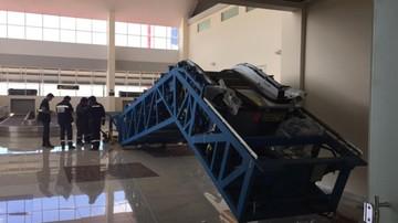 Instalan escalera mecánica en el aeropuerto Alcantarí