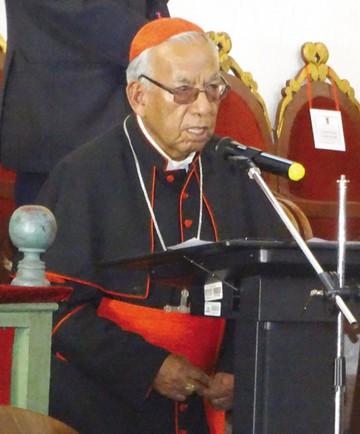 Cardenal entrega iglesia en Candúa y recibe distinción