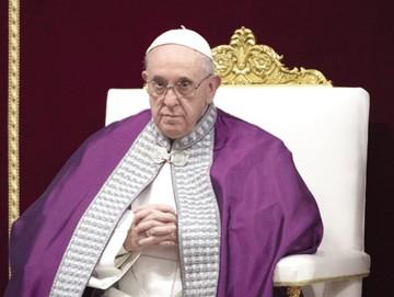Papa endurece normas para combatir abusos