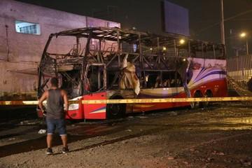 Al menos 16 muertos al incendiarse autobús en Lima