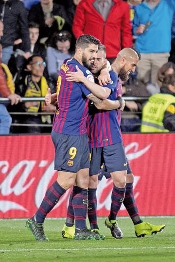 Barça empata y anima la Liga