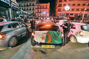 Presión social obliga a la dimisión de Bouteflika