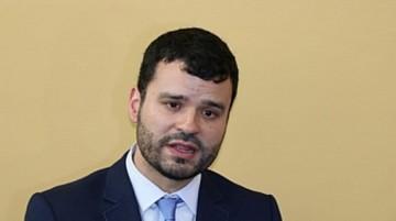 Ministro envía a la Contraloría contratos con Neurona por Bs 12,4 millones