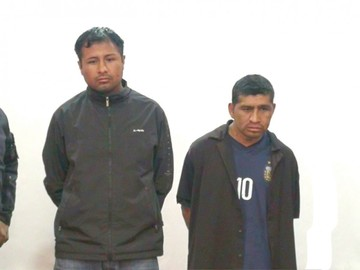 Policía recupera vehículo robado; hay dos detenidos
