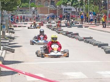 Karting pisa el acelerador