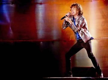 Operan a Jagger, que dice estar mucho mejor