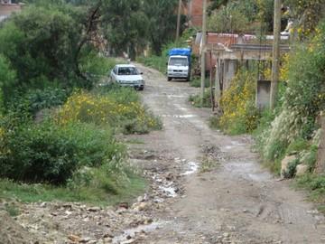 Alto Hoyada se queja por muro construido en una hondonada