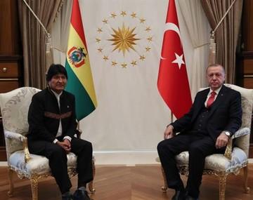 Evo realiza la primera visita de un presidente boliviano a Turquía