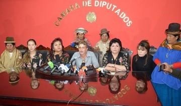 Legisladoras de oficialismo y oposición exigen renuncia de Ceballos y advierten con juicio
