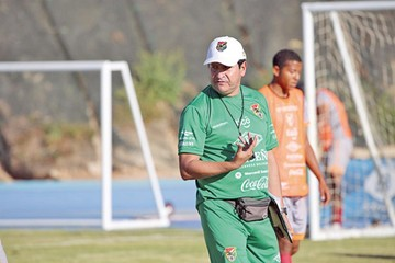 Villegas pide llegar seis días antes de la Copa