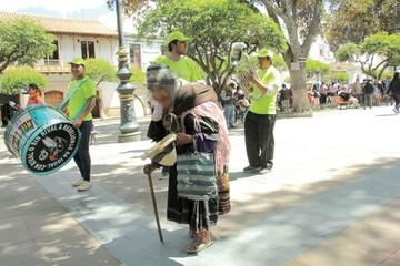 Alcaldía afirma que algunos ancianos fingen ser mendigos