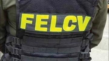 Policías van presos por extorsión a adolescentes