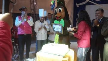 Paquito celebra aniversario rodeado de niños