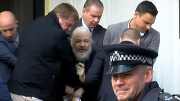 Arrestan a Assange en la embajada de Ecuador en Londres