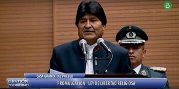 """Evo promulga Ley de libertad religiosa y dice que ya no hay iglesias de """"segunda"""""""