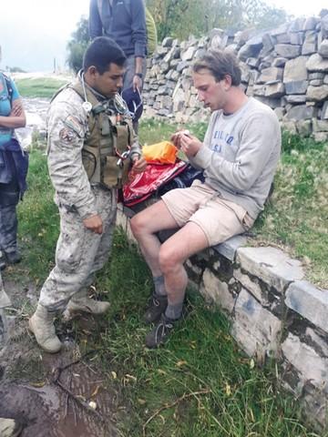 SAR: Rescatan a turista que se accidentó