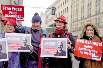 Movimiento laboralista y Anonymus emprenden campaña a favor de Assange