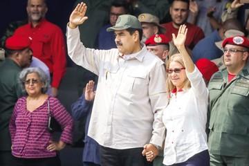 Maduro reduce días laborales por crisis