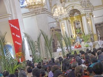 Iglesia llama al servicio  durante Semana Santa