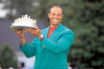 Tiger Woods vuelve a hacer historia en Augusta