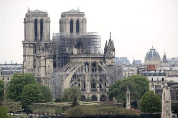 Las autoridades creen que el incendio de Notre Dame tuvo un origen accidental